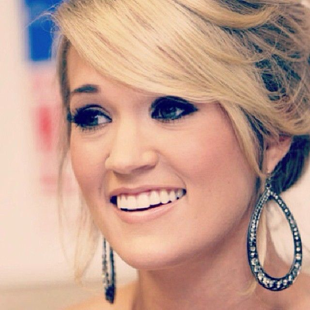 Carrie Underwood//the prettiest person that I've ever seen.