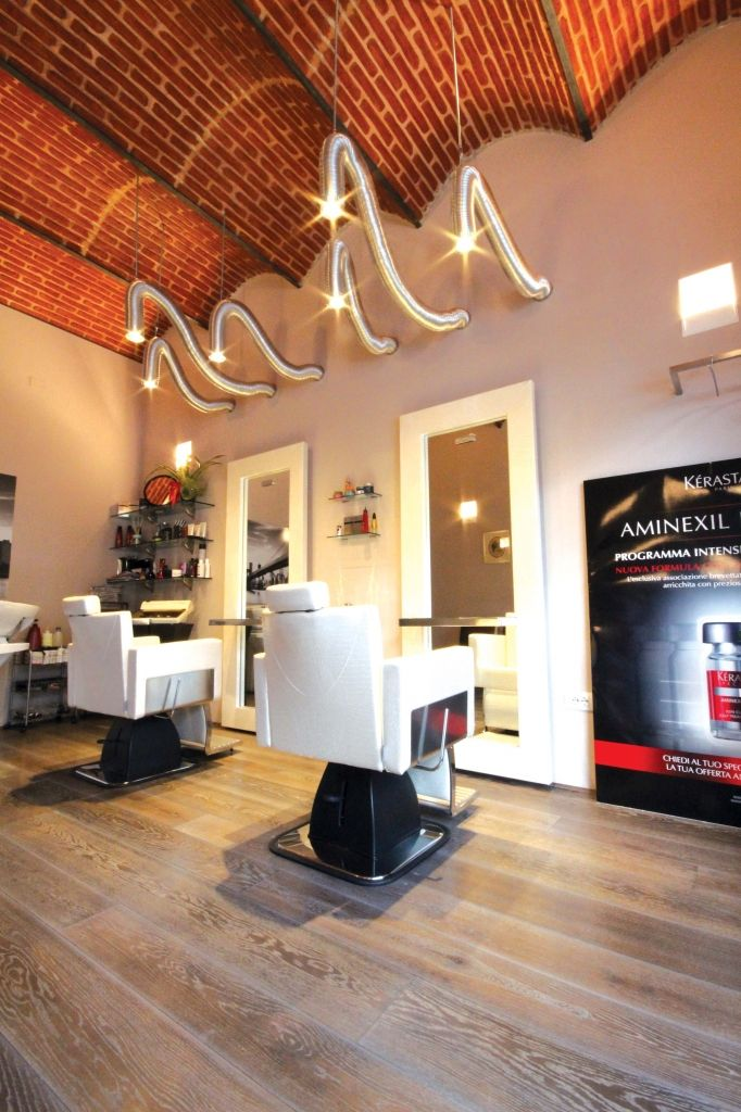 17 migliori idee su saloni di parrucchieri su pinterest for Arredamento barbiere vintage