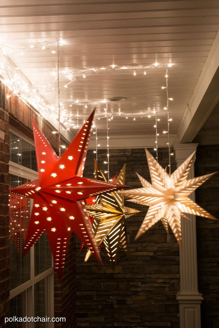 How to decorate your yard for christmas on a budget - Hanging Star Lanterns A Christmas Front Porch Decorating Idea Porch Decoratingideas For Decoratingbudget
