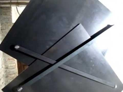 El diseñador Klemens Torggler crea puertas que se abren y cierran con un sistema de cuadrados que rotan. Este especial diseño hace que sea posible mover la puerta de lado, sin el uso bisagras&#8230…