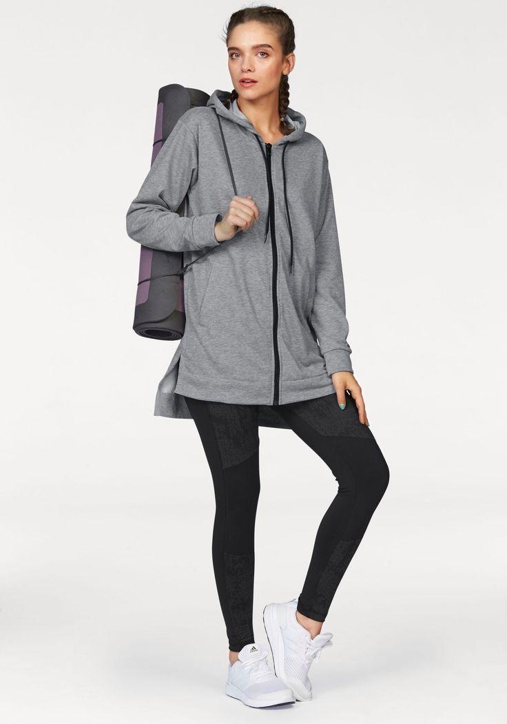 Die Kapuzensweatjacke und Tights von adidas Performance präsentieren sich im trendigen Design. Der Zip-Hoodie in Longform ist seitlich geschlitzt und punktet zusätzlich mit einem verlängerten Rücken, sodass der Rücken schön warmgehalten wird.