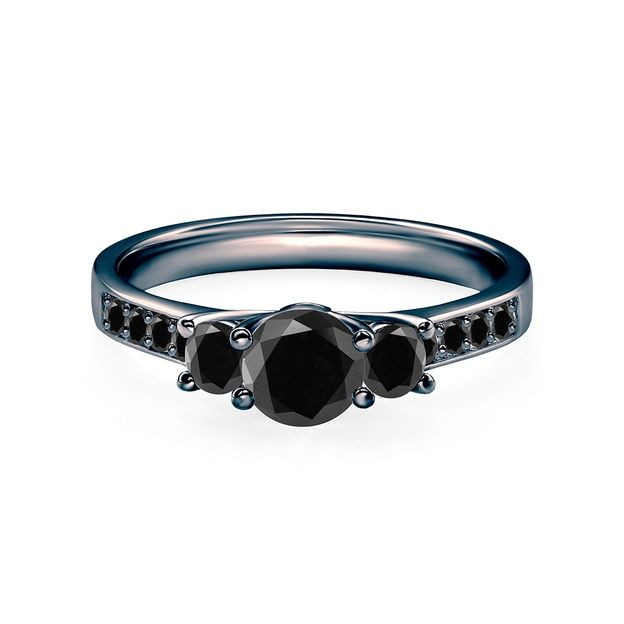 2a74c808f9dd43 Pierścionek zaręczynowy Dream, w którym umieszczono centralnie czarny  diament o masie 0,50 ct oraz boczne czarne diamenty o łącznej masie 0,24 ct.