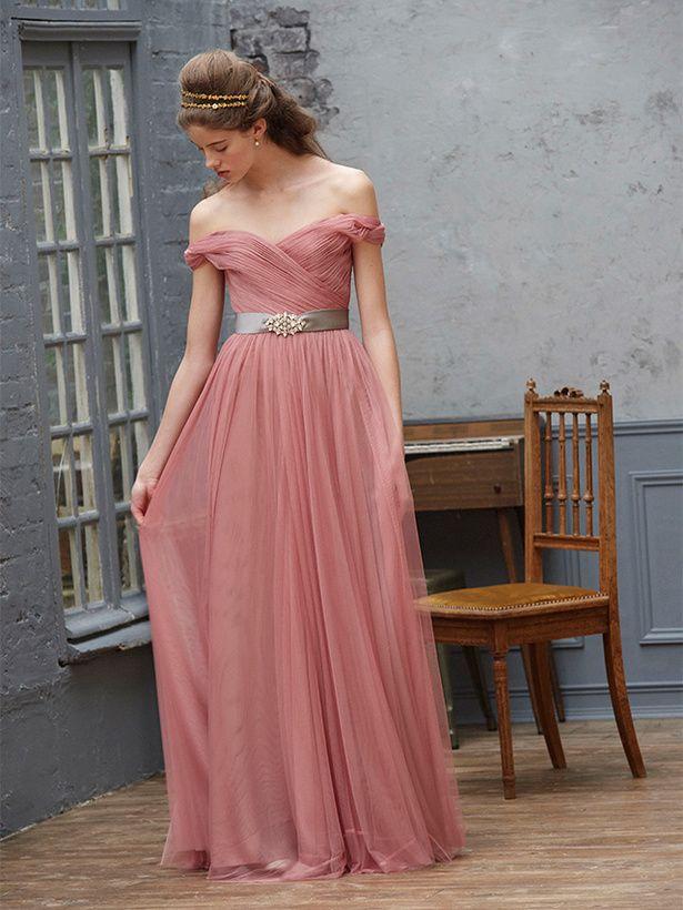 大人っぽい上品なピンクが花嫁のエレガンスを引き立てる。ピンクのスレンダー ウェディングドレス・花嫁衣装・カラードレスのまとめ一覧♡
