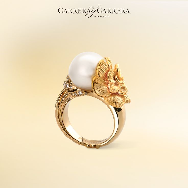 Gardenias ring in yellow gold with pearl and diamonds, Carrera y Carrera. #carreraycarrera #gardenias #ring #pearls #goldenrings #jewelry #jeweloftheday #fashion #style #chic #luxury #jewels #joyas #lookoftheday