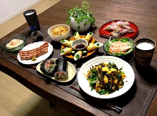 節分のお豆は、個装された物を豆まきして、終わったら回収します。だって、勿体無いもん。 (^ー゜) - 43件のもぐもぐ - 挽肉とニラの甘辛炒め、恵方巻き、ブラックペッパーソーセージ、冷奴おかか、もやしのナムル、竹輪きゅうり、カニカマと水菜のサラダ、ビール、節分のお豆 by pentarou