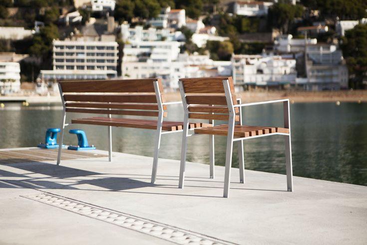 Banco calma en port de Estartit. #Mobiliario #mobiliariourbano #urbano #streetfurniture #banco #outdoorfurniture #bench
