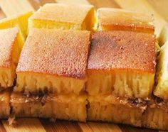 Pernah mencicipi martabak manis? Tentu rasanya sangat enak. Tapi taukah Anda cara membuat resep martabak manis? Bila Anda penasaran ini resep martabak manis