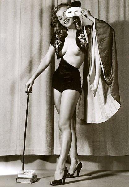 Marilyn Monroe photographed by Earl Moran