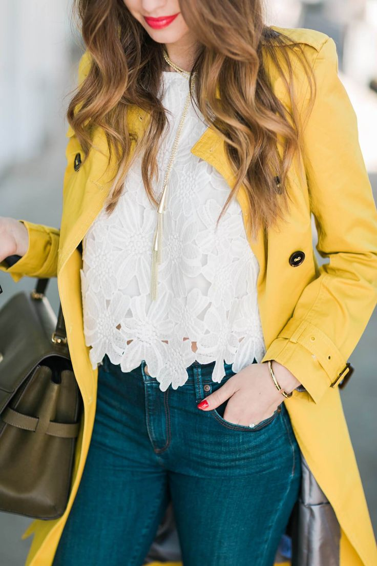 spring style - pop of yellow with skinny jeans