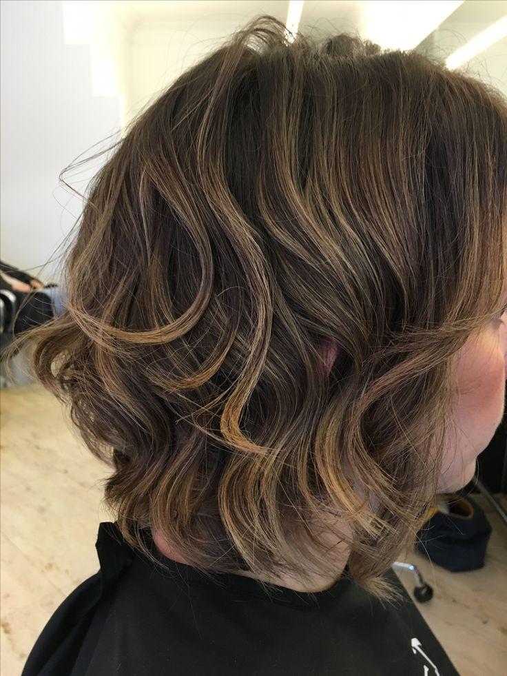 halflang haar, bruin haar, highlights, waves