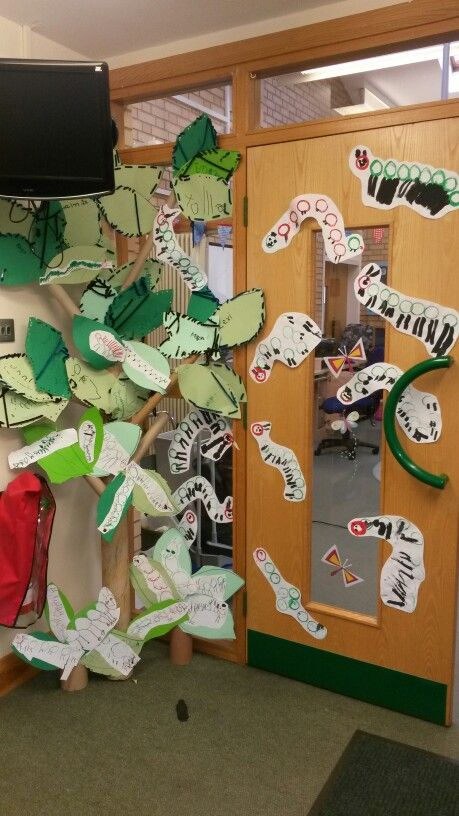 Caterpillar display. Trunk is an empty carpet roll. Children cut leaves, hole punched the edges and threaded wool. Children also made caterpillars using toilet rolls to paint circles prints.