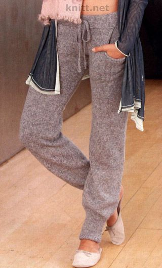 Вязаные спицами брюки. Стильные брючки для домашнего использования. Мягкая пряжа - все что нужно для создания легкого силуэта и женственного образа.