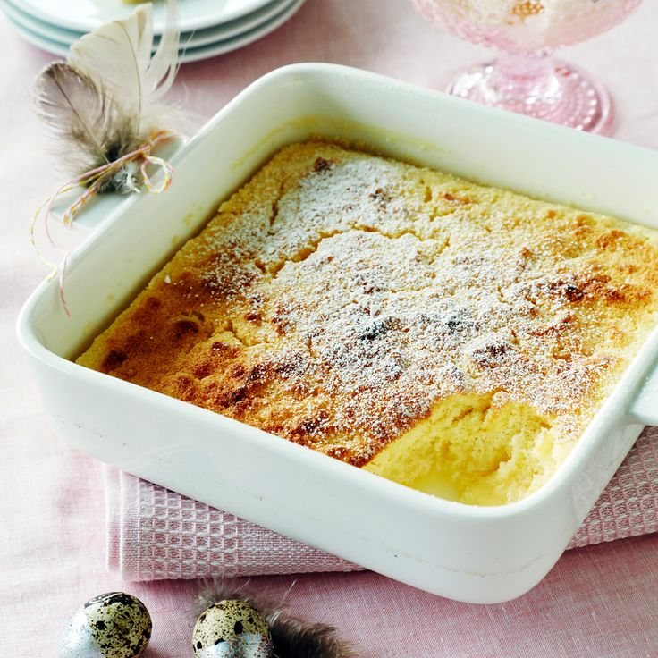 Sitruunapaistoksessa yhdistyvät kevyt sitruunakakku ja lemon curdin tapainen sitruunakastike. Tarjoa halutessasi vaniljajäätelön kanssa.