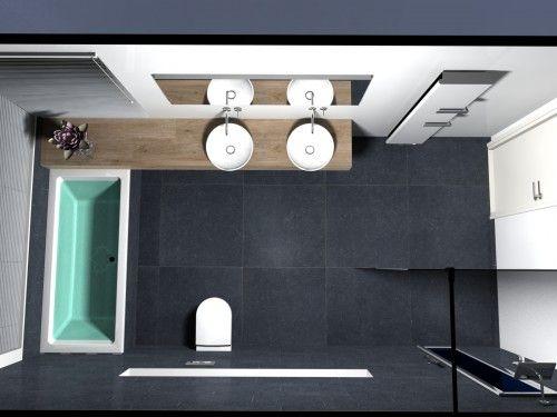 Stijlvol, strak en ruimtelijk. Deze badkamer is heerlijk ruimtelijk ingedeeld. Onder de twee opzetwastafels is een maatwerk houten onderkast gemaakt. Deze onderkast loopt door tot onder het raam achter het bad. In een soortgelijke rechthoekige lijn is achter het toilet een lange nis gecreëerd. Een sierlijk detail in de rustige witte kleur. De badkamer oogt mede ruimtelijk door het maatwerk glas dat is toegepast bij de inloopdouche. In de inloopdouche is een Sunshower DeLuxe Health…