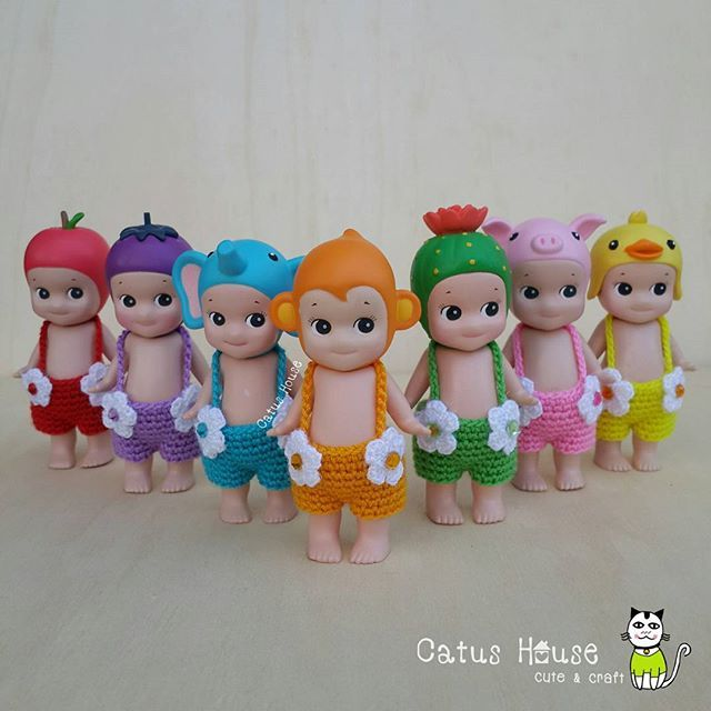 #crocheteveryday Monday Tuesday Wednesday Thursday Friday Saturday Sunday      เอี๊ยม หกสิบ บาท บ้านนี้มีแต่ของน่ารัก มีแบบชุดให้เลือกชมมากมาย เชิญห้องนี้ค่ะ  #Costumedoll_by_CatusHouse สนใจ ถูกใจ สอบถามได้นะคะ  Line id: catushouse  #crochet #sonnyangel #toythailand #handicraft #doll #sonnyangelthailand #outfitdoll #craft #knitting