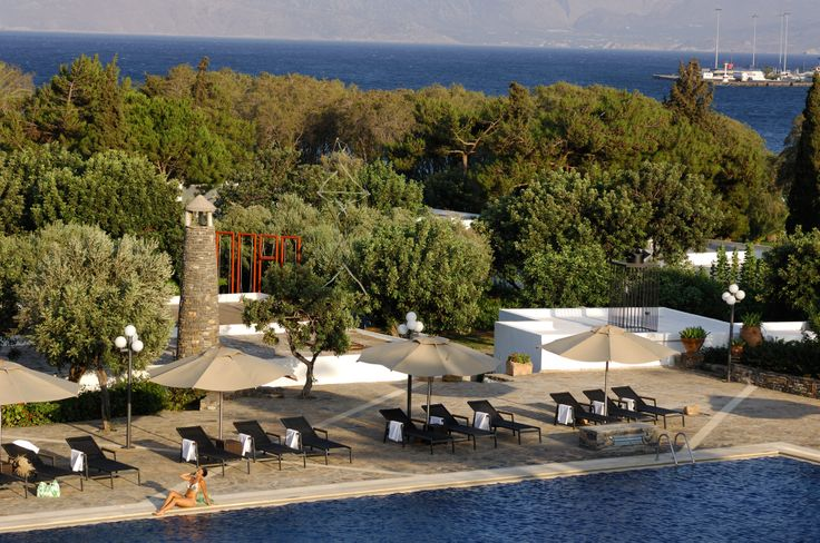 To create this paradise, we chose the magical area of Aghios Nikolaos, in the eastern part of Crete, only a ten-minute walk from the town centre and one hour's drive from the airport of Heraklion.