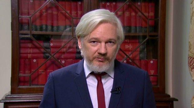 #WIKILEAKS Julien Assange : Les autorités pourront surveiller les citoyens en utilisant leur ADN Il a cité la Suède comme exemple, où l'ADN de chaque citoyen est relevé à la naissance et un numéro personnel spécial est attribué à chacun. La carte d'identité contient aussi l'ADN. Ensuite, ces données génétiques sont attachées aux déclarations de revenus et aux relevés bancaires.