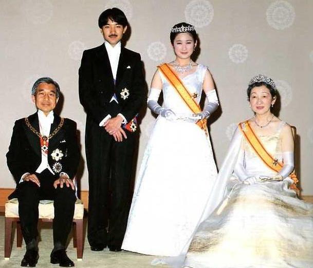 秋篠宮文仁親王(あきしのみやふみひとしんのう)殿下, 同妃紀子(きこ)殿下: 両殿下御結婚の儀(皇紀2650年(平成2年:AD1990)6月29日)に際し, 天皇皇后両陛下と共に。The wedding of Prince Fumihito and Princess Kiko with Emperor Akihito & Empress Michiko.
