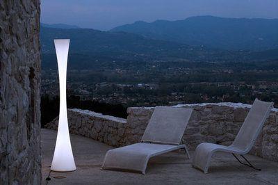 Martinelli Luce -Biconica Pol - vloerlamp  Design:Emiliana Martinelli  De Martinelli Luce Bionica is door zijn vorm een opvallende lamp die goed tot zijn recht komt in een hal, buiten op terras ...