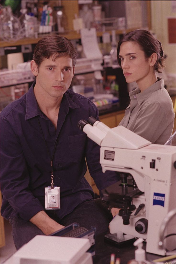 Eric Bana and Jennifer Connelly in a promotional still for Hulk (2002).