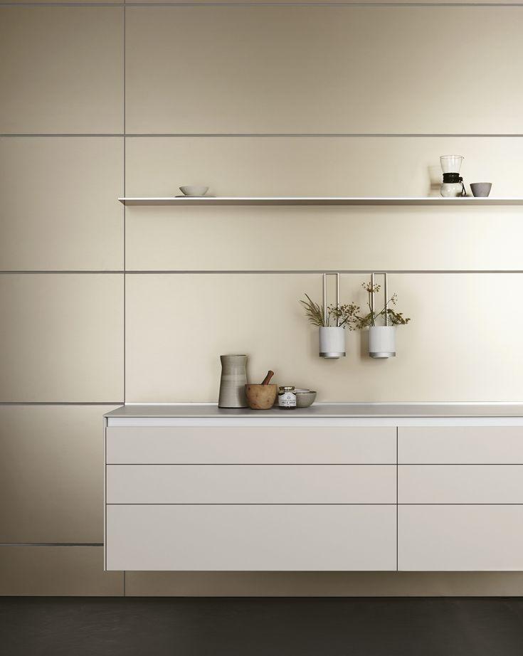 bulthaup b3 keuken champagnekleurige wandpanelen functioneel werkblad van 10 mm legplank. Black Bedroom Furniture Sets. Home Design Ideas