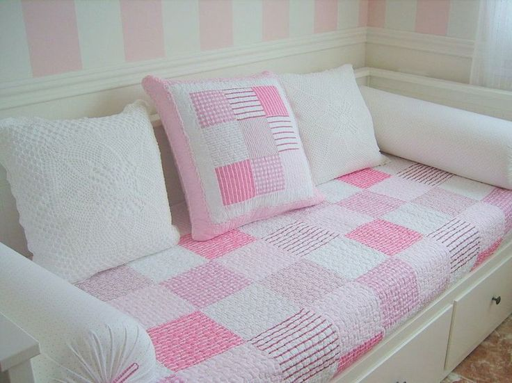 Si tenemos poco espacio o no queremos ocupar demasiado las camas nido son ideales para habitaciones compartidas o visitas inesperadas.