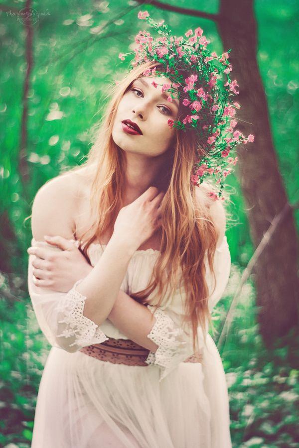 Świtezianka | Agnieszka Juroszek Photography |    Model: Adrianna Brzozowska | girl, flowers,  colors, spring, portrait, delicate, beauty, forest, fairy, magic, green, white dress