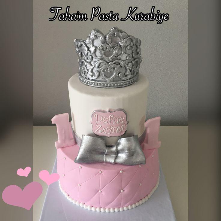 Taçlı kız 1 yaş pastası