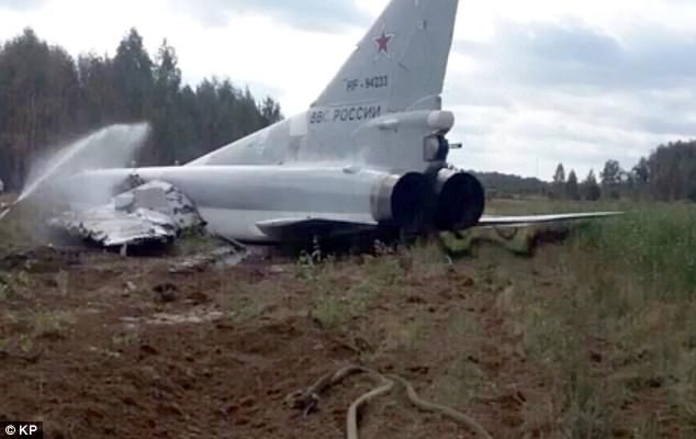 Russian fighter jet in dramatic crash after take-off fail - https://buzznews.co.uk/russian-fighter-jet-in-dramatic-crash-after-take-off-fail -