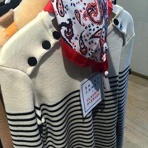 Produção mais francesa impossível! Listrado com lenço estampado vermelho! #chrisfrancini #parisfashionweek #parisfashionweek2015 #paris2015 #pfw #pfw2015 #chrisemparis #chrisnapfw #chrisnapfw2015 #chrisnaparisfashionweek #fashion #trends #style #stylist #moda #tendência #estilo #estilismo #workshop #imagem #consultoria #imageconsultant #look #lookinspiração #curso #cursodachris #consultoriademoda @ot_fashion #otfashion #otfashionparis
