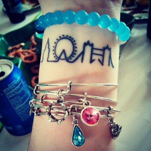 My London minimalist tattoo + bracelets. Favorite place in the world + best trip ever. #littlelondon #lokai #alexandani