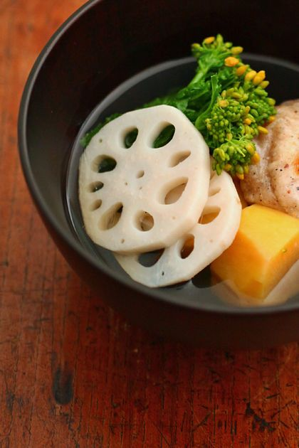 ozoni | clear soup | mochi | renkon (lotus root) | kabocha | broccoli rabe | 吸い物仕立てのお雑煮