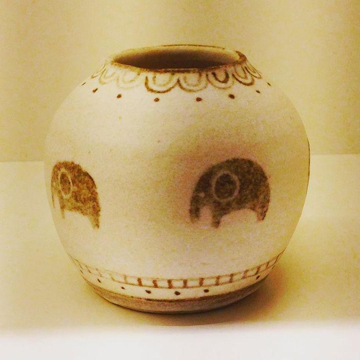 三木あゆみさん作一輪挿し 様々な柄形ありますがスタッフオススメは動物柄です 中でもゾウさん柄がめちゃめちゃ可愛いです  #矢倉藍子 #織部下北沢店 #磁器 #器 #ceramics #pottery #clay #craft #handmade #oribe #織部 #織部下北沢店 #陶器 #器 #ceramics #pottery #clay #craft #handmade #oribe #tableware #porcelain