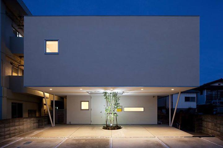 位於茨城県高萩市的這個住宅,有著相當有趣的名字「MUSHROOM-HOUSE」,日本建築大師篠原一男的名言「民宅即香菇」,似乎就是這樣被印證。 via 小島広行+デ・ステイル建築研究所