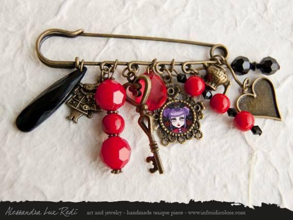 Queen of hearts brooch