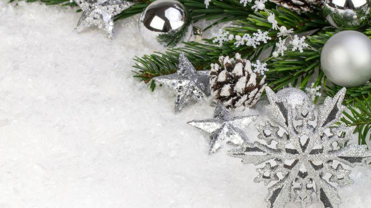 Скачать обои Новый Год, снежинка, ветка, снег, елочные, New Year, Christmas, шары, Рождество, звезды, декорации, раздел новый год в разрешении 1366x768