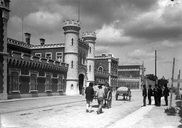 Cadeia penitenciária de Lisboa (190-). Rua Marquês da Fronteira. Paulo Guedes in AML.