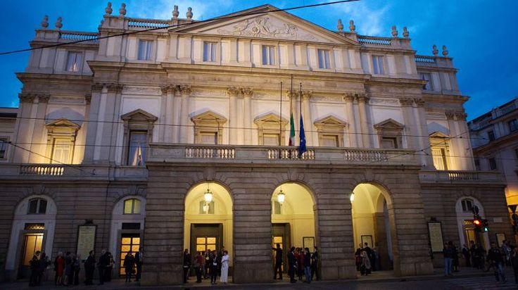 Il Teatro alla Scala  alla sera - Theater alla Scala in  the evening