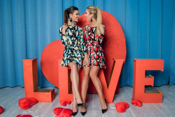 Ольга Бузова с сестрой Анной примерили наряды из новой коллекции собственного бренда  (13 фото)