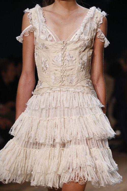 Details From Alexander Mcqueen Spring 2016 Paris Fashion Week Fairytales Pinterest