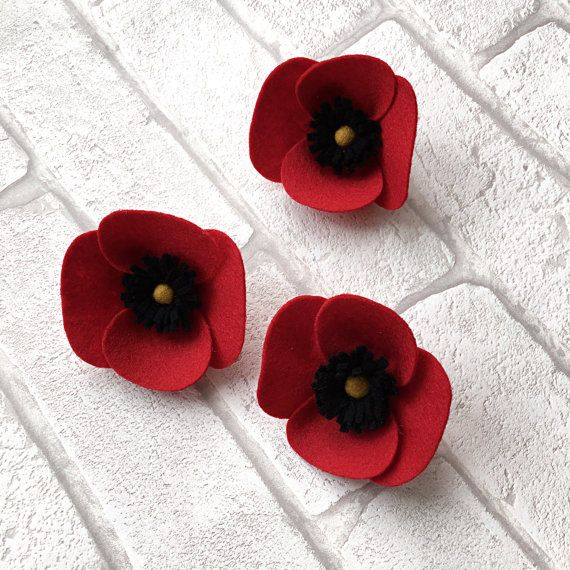 Badge de coquelicot  broche coquelicot  fleur en par TinyandToad