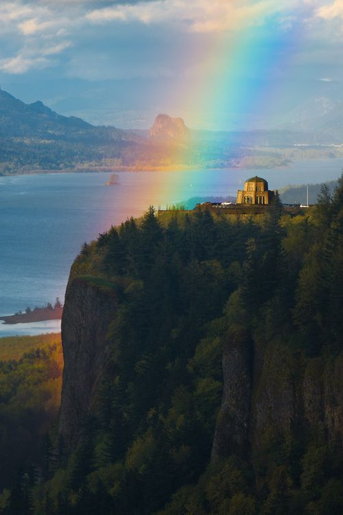 ✯ Glowing Cliff At Vista House ✯   I grew up here in this most magical place.....with a magic river running the width of it to a sea of vastness.