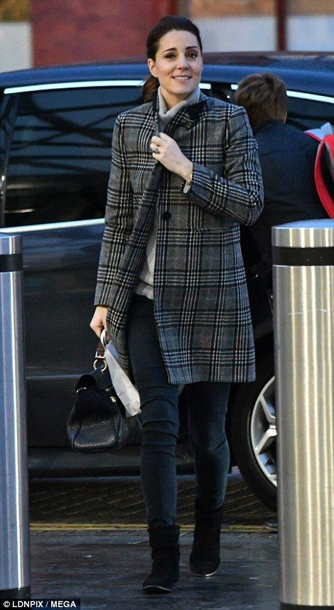 Kate wrapped up against the elements in a £99.99 coat from high street retailer Zara and could be seen carrying a Mulberry handbag