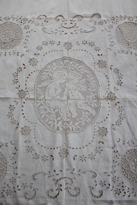 「フランスアンティークリネンのベッドカバー」ココン・フワット Coconfouato [アンティーク&雑貨] アンティーククロス アンティークファブリック アンティークテキスタイル  ファブリック レース --cloth--