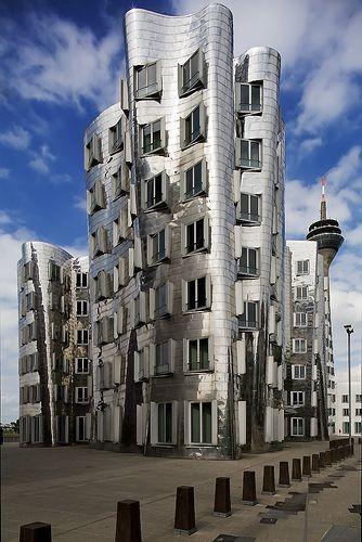 Düsseldorf es una de las ciudades más modernas y ricas de Alemania. Industria, moda, diseño... y mucha cerveza: http://www.telemadrid.es/mxm/madrilenos-por-el-mundo-dusseldorf