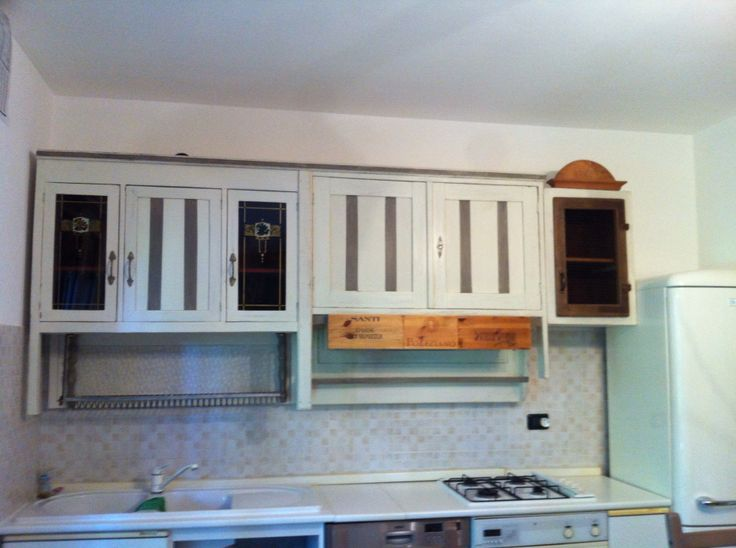 Realizzazione di una cucina su misura usando materiali di riciclo
