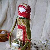 Купить или заказать Кукла образ 'Мама и доченька' в интернет-магазине на Ярмарке Мастеров. Куколки-как символ дочерней и материнской любви. Прекрасный подарок, как любимой МАМОЧКЕ так и ДОЧЕНЬКЕ,способный выразить всю глубину материнской и дочерней любви. Авторская работа выполнена в единственном экземпляре. Только натуральные ткани и природные материалы. Основа куколки выполнена на березовом поленце, в корзинке кедровые орешки.