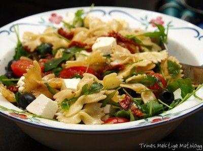 Enkel pastasalat - til hverdag og fest! - TRINEs MATBLOGG. Veldig god. Kan tilsette spekeskinke eller kylling for å få en litt mer mettende salat. Flott ved siden av spekemat