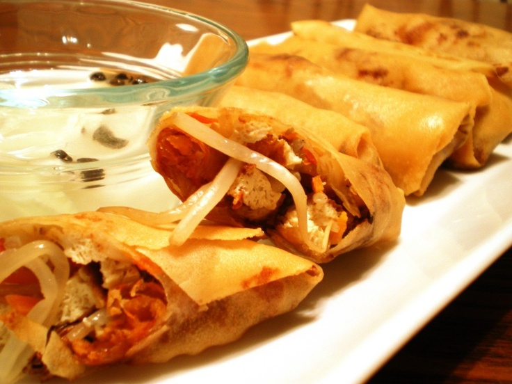 Lumpiang Togue / bean sprout spring rolls