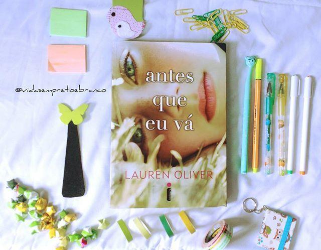 #LivroTodoDiaJaneiro Dia 30 Queria esquecer pra ler como se fosse a primeira vez Eu ia citar Harry Potter, mas eu sou fã pobre e não tenho os livros, então escolhi Antes que eu vá, que é um livro que amo muito e nem lembro muita coisa, mas queria sentir de novo tudo o que senti ao ler ele, por isso pretendo fazer uma releitura em breve, antes do filme, pra ser mais exata.  #VePeB #InstaLiterário #Livros #Books #AntesQueEuVá #BeforeIFall #BookSelf #Yellow